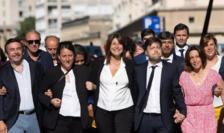 Michèle Rubirola, noul primar al Marsiliei, înconjurată de echipa ei.
