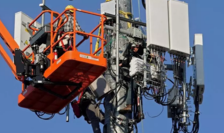Activişti de extrema stîngă sunt bănuiţi că ar fi incendiat numeroase antene 4G în Franţa.