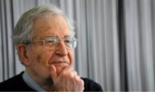 """Noam Chomsky, intelectual american de stînga, unul din cei 150 de semnatari ai tribunei critice în raport cu fenomenul """"cancel culture""""."""