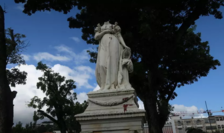 """Statuia Joséphinei """"decapitată"""" la Port-de-France, Martinica."""