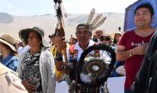 Indieni Mapuche asistînd la slujba în aer liber a papei Francisc aflat în vizita în Chile, 18 ianuarie 2018.