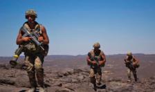 Soldaţi francezi în misiune de patrulare în Mali.