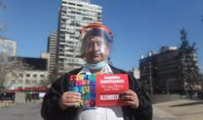 Manifestant chilian în favoarea noii Constituţii, august 2020