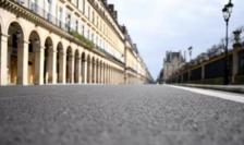 Paris, rue de Rivoli, 22 martie 2020, în timpul primei carantine: o imagine care revine în actualitate...