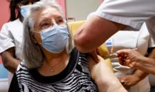 Mauricette, 78 de ani, prima persoană vaccinată într-un cămin medicalizat pentru persoane vîrstnice în Franţa, 27 decembrie 2020.