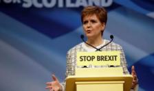 Şefa guvernului scoţian, doamna Nicola Sturgeon, pledînd pentru un nou referendum.