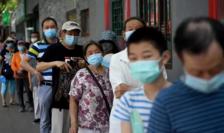 Beijing, coadă la un centru de testare Covid