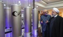 Preşedintele iranian Hassan Rohani ascultînd explicaţiile lui Ali Akbar Salehi, şeful Organizaţiei iraniene pentr energie etomică, aprilie 2019.