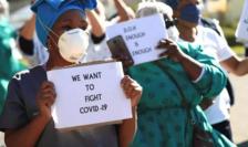 Într-un spital din Africa de sud, proteste împotriva lipsei de echipamente, iunie 2020.