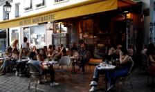 Odată cu redeschiderea cafenelelor şi a locurilor de cultură Parisul redevine atractiv pentru turişti.