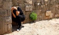 Israelian din Ashkelon încercînd să se protejeze de o rachetă trasă din Gaza, 5 mai 2019.