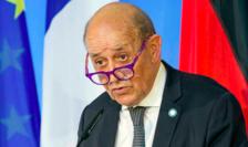 """Ministrul francez de externe Jean-Yves Le Drian care a denunţat în termeni duri  """"trădarea"""" aliatului american"""