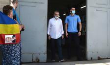 Liviu Dragnea iese din penitenciarul Rahova, așteptat de un grup de susținători (Sursa: MEDIAFAX FOTO/Eduard Vînătoru)