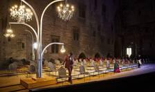 """""""Livada de vișini"""" de Cehov, montare în Curtea de onoare a Palatului Papal, Avignon, iulie 2021"""