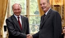 Presedintele României Traian Bàsescu primit la Palatul Elysée de gazda sa Jacques Chirac în 30 mai 2006