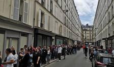 Coada de români care asteapta sa voteze în cadrul alegerilor europene si pentru referendumul pe justitie, Ambasada României la Paris, 26 mai 2019