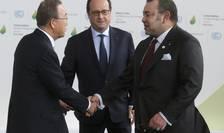 Preşedintele François Hollande (c) îşi întâmpină oaspeţii la COP21 (Foto: Reuters/Christian Hartmann)