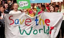 """Copii manifesteazà la Bonn în deschiderea COP23 pe 6 noiembrie 2017, cerând liderilor mondiali sà """"salveze lumea"""""""