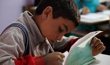 Peste jumătate dintre copiii din întreaga lume sunt ameninţaţi de sărăcie, conflicte şi discriminare de gen