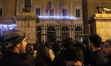 Manifestanti în fata prefecturii de Corsica la Ajaccio, 26 decembrie 2015