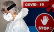 O angajatà a unui centru de testare Covid-19 din Nantes, 6 octombrie 2020.