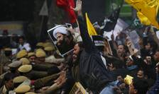 Proteste în faţa ambasadei Arabiei Saudite la New Delhi, India (Foto: Reuters/Adnan Abidi)