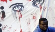 Protestatar, în faţa Parlamentului italian (Foto: Reuters/Yara Nardi)