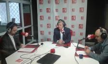 Dacian Cioloş (c), Ovidiu Nahoi (d) şi Cosmin Ruscior (s), în studioul RFI, joi, 9 martie 2017 (Foto: RFI/Şerban Georgescu)