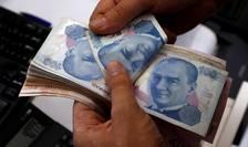 De mai multe zile, Turcia se confrunta cu o puternica scadere a monedei locale - lira turca.