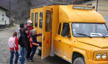 Microbuz școlar, într-o comună din județul Hunedoara-ilustrație (Sursa: MEDIAFAX FOTO/Doru Nica)