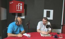Ovidiu Nahoi și Adrian Niculescu in studioul de inregistrari radio RFI Romania