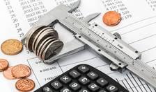 Deficitul de cont curent crește. Balanța comercială are deficite majore. Sectorul serviciilor aduce bani în țară, dar insuficienți pentru a acoperi deficitul balanței comerciale.