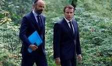 Premierul Edouard Philippe si presedintele Emmanuel Macron în gràdinile Palatului Elysée, 29 iunie 2020