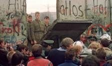 Pe 9 noiembrie 1989 cădea Zidul de la Berlin şi se prăbuşea comunismul