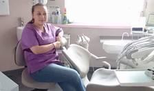 Doctorul stomatolog Ioana Lungu la cabinetul din Lannion, Bretagne, Franta