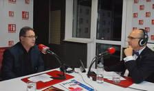 Dorel DUȚĂ și Sergiu COSTACHE in studioul de emisie al RFI Romania