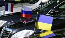 Drapele (francez, rus, ucrainean) în aşteptare