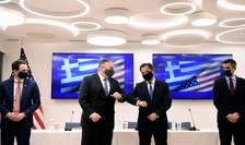 Seful diplomaţiei amerincane, Mike Pompeo, la întîlnirea cu primul ministru grec Kyriakos Mitsotakis.