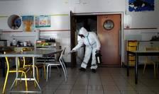 Dezinfectarea unei scoli din Cannes, 10 aprilie 2020