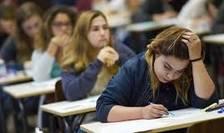 Peste 133.000 de absolventi de liceu au inceput examenul de bacalaureat.