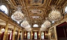 Pânà la sfârsitul anului, mocheta si perdelele sàlii de festivitàti a palatului Elysée vor fi schimbate
