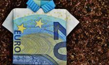 Salariul mediu pe oră din Romania este de patru ori mai mic decât media Uniunii Europene.