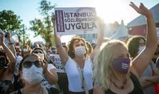 Manifestaţie împotriva deciziei lui Erdogan de a retrage Turcia din Convenţia de la Instanbul.