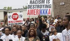 Manifestatie la Ferguson (Missouri) un an dupà moartea lui Mike Brown, adolescent de culoare ucis de un politist alb