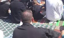Fideli musulmani în timpul unei rugaciuni.