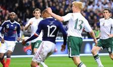 Momentul în care francezul Thierry Henry comite henţ, în meciul Franţa-Irlanda
