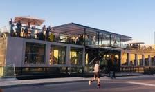 Fluctuart - primul centru de arta urbana plutitor din lume este deschis pe Sena, lânga Pont des Invalides.