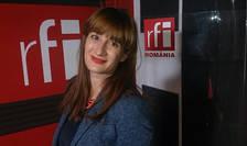 Anca Alexe in studioul RFI Romania. Foto portret