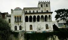 Vila Şuţu din Constanţa, aproape de portul Tomis, cu arhitectură de inspiraţie maură, lăsată în paragină (Foto: RFI/Cosmin Ruscior)