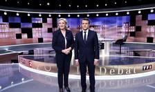 Emmanuel Macron si Marine Le Pen, finalistii prezidentialelor franceze, pe platoul lui TF1 înaintea dezbaterii televizate din 3 mai 2017